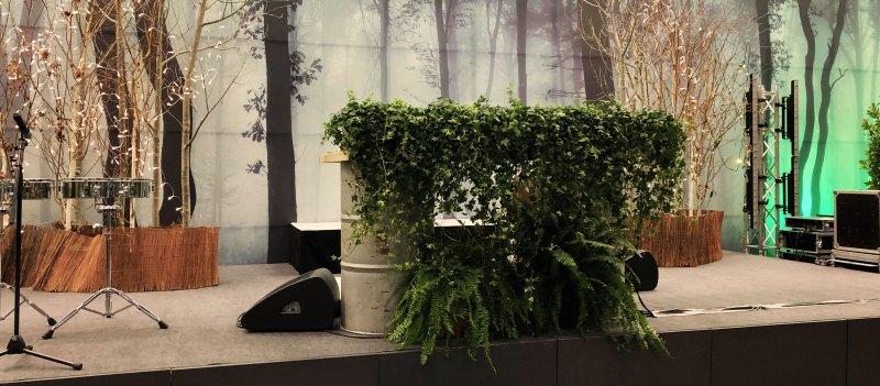 Bühnendekoration mit Pflanzen