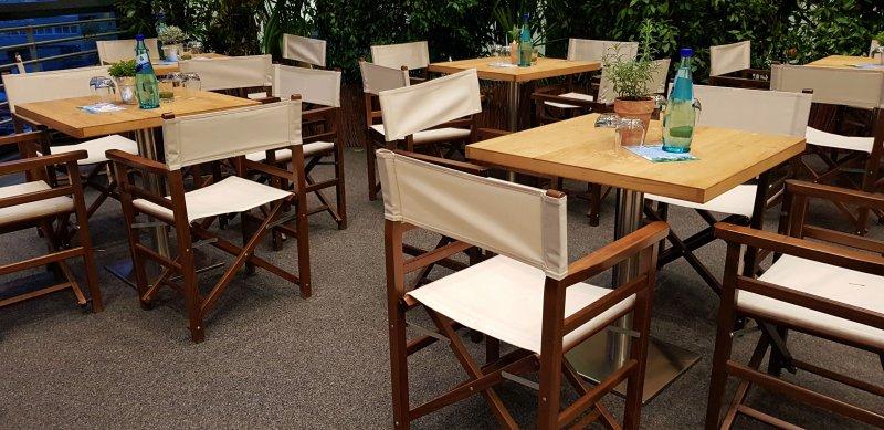 Naturholz Tische und Stuehle mieten
