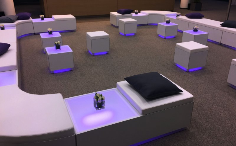 weiße Lounge Sitze mieten